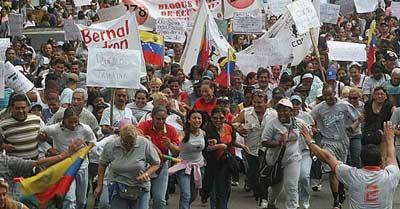 Street vendors protesting in Caracas (Noticias 24)