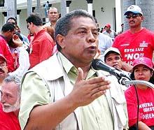 Fired union leader Orlando Chirino (Aporrea)