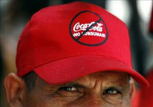 """A former Coca-Cola employee wears a cap which reads """"Don't drink Coca-cola"""" during a protest in Caracas October 23, 2006. Former employees took over several Coca-Cola Co. bottling plants in the country and blocked delivery trucks from leaving on Monday to"""