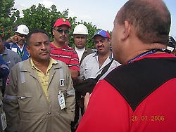 UNT national coordinator Stalin Perez Borges talking to striking workers (MAH)