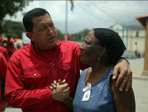 President Chavez talks with a resident of the central coastal village of Chuao on Sunday (Juan Carlos Solórzano)