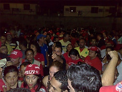 Supporters of Julio Chavez rally outside PSUV headquarters in Lara (JCP)