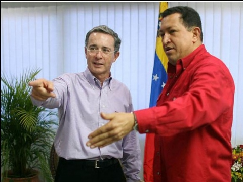 Presidents Chavez and Uribe hold a press conference in the peninsula of Paraguaná, following their two-hour private meeting (Juan Carlos Solórzano/Prensa Presidencial)