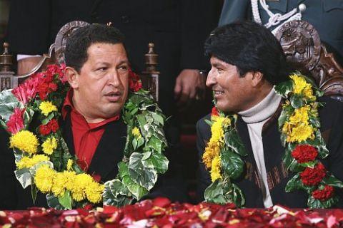 "President Chávez congratulated Bolivian President Evo Morales for advancing South America's ""peaceful revolution"" (Agencianova)"