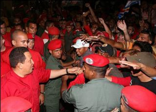 """President Chávez greeted anti-coup demonstrators outside the presidential palace Thursday. The demonstrators chanted """"If they come like the 11th, we´ll come like the 13th [of April, 2002],"""" referring to the day masses of Venezuelans took to the streets to"""