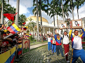 Chavez supporters presented 188 boxes with 4.7 million signatures in support of a constitutional amendment to remove the two-term limit on the presidency. (ABN)