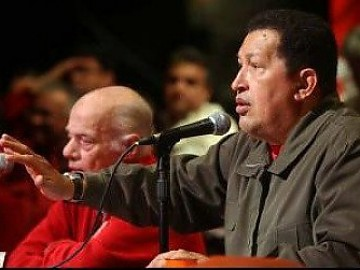 Chavez speaks to supporters on Thursday. (YVKE)