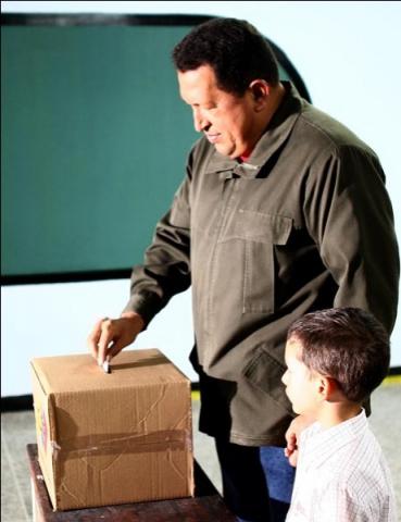 President Chavez casts his ballot in the neighborhood 23 de enero, near the Presidential Palace. (Juan Carlos Solórzano/Prensa Presidencial)