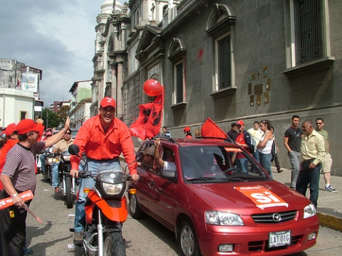 """The governor of Mérida, Marcos Diaz, participating in the """"Yes"""" motocade. (Tamara Pearson)"""