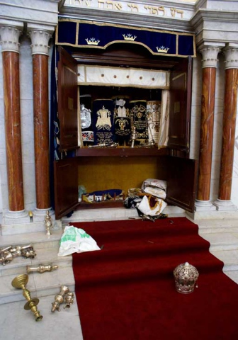 Sacred objects knocked to the floor of the Caracas Synagogue. (JC)