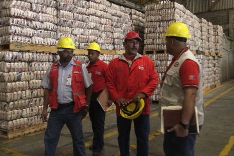 Carlos Osorio, Superintendent of Silos, inspecting the Polar rice processing plant. (ABN)