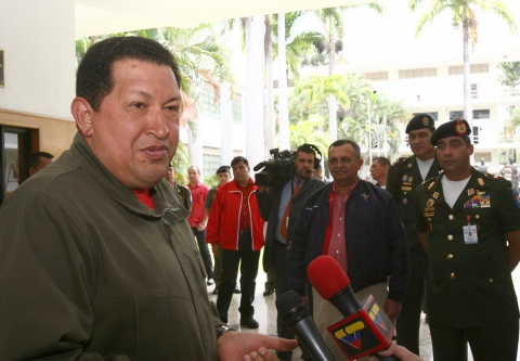 Chavez talking to press after addressing governors and mayors on Wednesday (Prensa Miraflores)