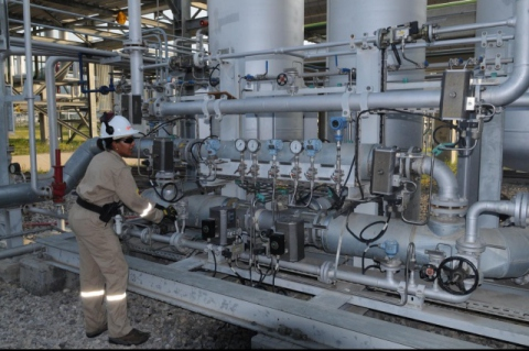 Oil processing and extraction in Venezuela (PDVSA Press)