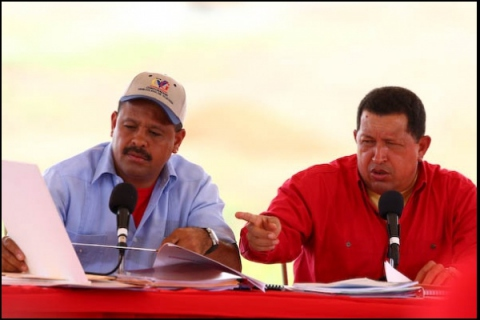 Basic Industries and Mining Minister Rodolfo Sanz (left) and President Hugo Chavez (Prensa Presidencial)