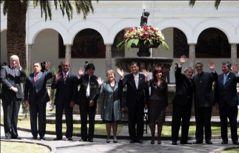 The participating presidents at the UNASUR summit on Friday (Prensa Presidencial)