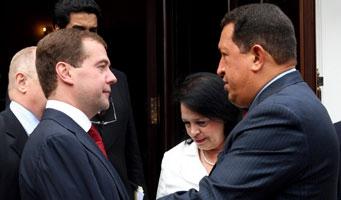 Venezuelan President Hugo Chavez (right) and Russian President Dmitri Medvedev on Wednesay (EFE)