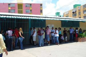 United Socialist Party members line up to vote in delegate elections on Sunday in Anzoategui (Yelitza Izalla)
