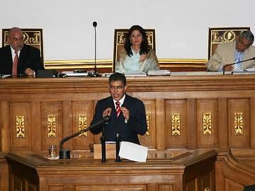 Elias Jaua presenting the report to the national assembly (Prensa Vicepresidencia)