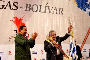 Venezuelan President Hugo Chavez (left) and Uruguayan President Jose Mujica (ABN)