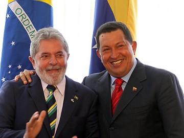 President Chavez (right) and Lula in Brasilia (photo YVKE)