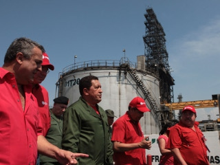 President Chavez at the Jose Antonio Anzoategui complex on Sunday (PP)