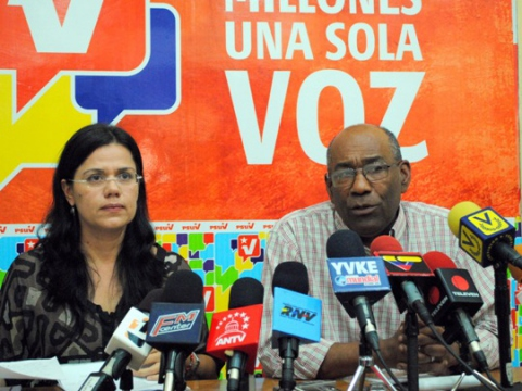 PSUV campaign coordinators Blanca Eekhout (left) and Aristobulo Isturiz (right) in a press conference on Tuesday (PSUV website)