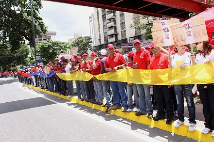 """The human """"chain for peace"""" in Caracas on Saturday (AVN)."""