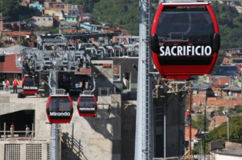 """Sacrifice,"" ""Miranda,"" ""participation,"" and ""social ethics,"" say the metrocable cars (YVKE)"
