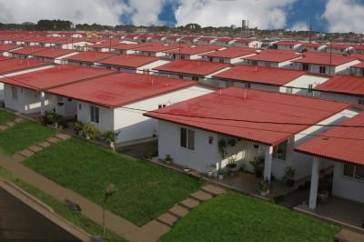 "Homes built from PVC in recent years by the ""Petrocasa"" program (RNV)"