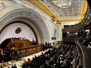 Venezuela´s National Assembly is passing a series of pro-Revolution laws before formally passing over their responsibilities to an incoming legislature that will be made up of a growing anti-Revolution minority (Agencies).