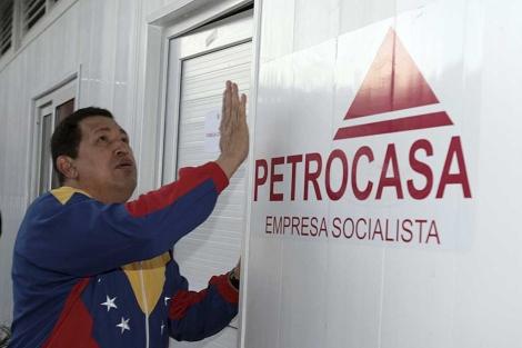 Venezuelan President Hugo Chávez shows off one of several 'petro-refuges' provided to Venezuelans made homeless during record-setting floods in 2010. (Prensa Presidencial)