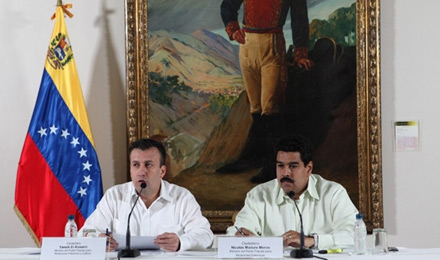 Foreign Minister Nicolas Maduro (right) and Interior Minister Tarek El Aissami hold a press conference following their meeting with hungerstriking students.