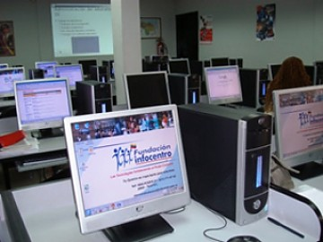 Computers with free internet access are available in hundreds of publicly-financed 'Infocentros' throughout Venezuela (YVKE).