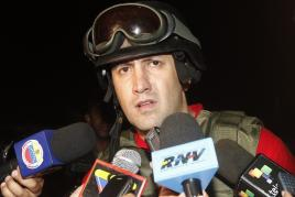 Justice minister Tarek El Aissami talks to press about the prison situation (AVN)