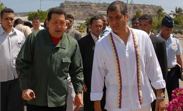 President Chávez meets with President Rafael Correa to discuss furthering bilateral cooperation (Hoy.com)