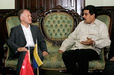 Venezuelan Foreign Minister Nicolas Madura and Turkey's Sub Secretary of Foreign Relations, Selim Yenes, during a 7 September 2011 meeting (Agencies).