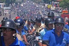 "Motorcylists said the new legislation would help to ""dignify"" their work (elamargado)"