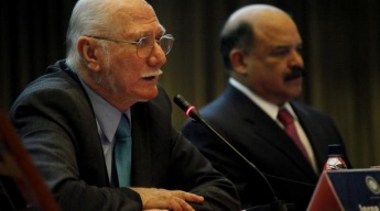 Planning and Finance Minister Jorge Giordani (left) and Central Bank President Nelson Merentes (right) (Archive)