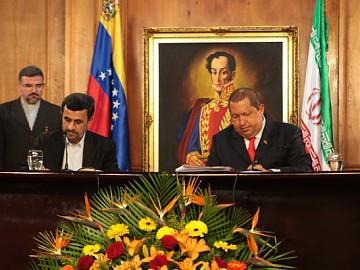 Iranian President Mahmoud Ahmadinejad (left) and Venezuelan President Hugo Chavez (Prensa Presidencial).