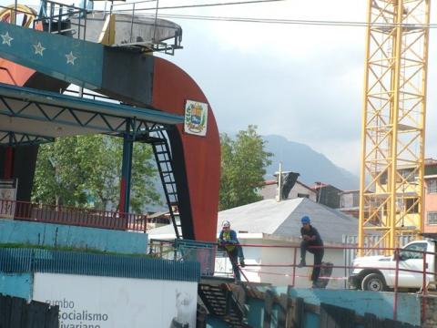 Teleferico workers (Tamara Pearson/Venezuelanalysis.com)