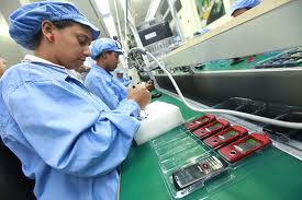 Workers at the mobile phone factory, La Orinoquia (agencies)