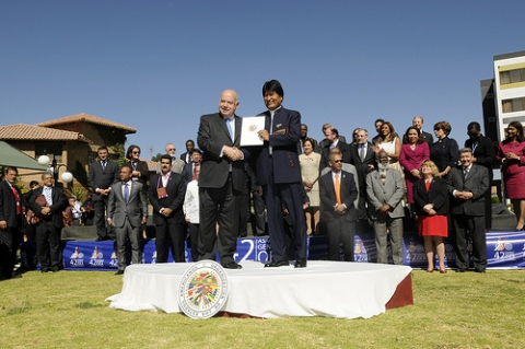 General Secretary Jose Insulza (left) formally hands over the OAS Social Charter to Bolivian President Evo Morales (OAS)