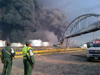 Smoke coming from Amuay refinery last weekend after the explosion (marthacolmenares.com)