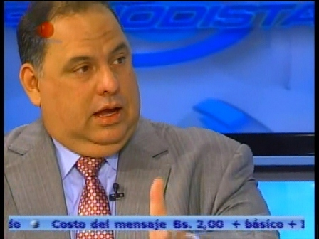 "Independent politician David de Lima accused the presidential campaign of Henrique Capriles Radonski for the MUD coalition of practising a ""double discourse"" (Televen)."