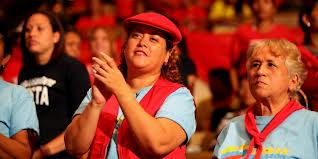 Women's groups presented proposals to Chavez on Wednesday (Chavez.org)