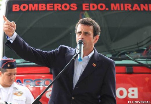 Miranda state governor Henrique Capriles opening a new fire station and medical centre last Sunday (El Universal)