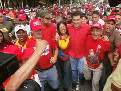 The PSUV's Alexis Ramirez (centre, without cap) launched his campaign to be Merida state governor with a march through Merida city centre (YKVE)