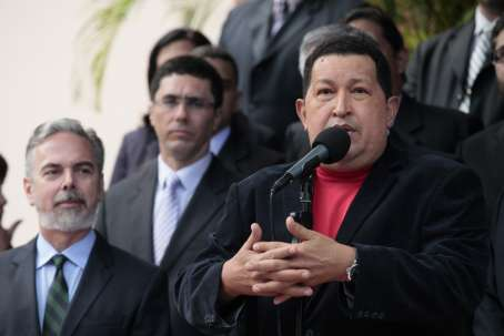 Venezuelan president Hugo Chavez met the Brazilian foreign minister, Antonio Patriota (left), last Thursday(AVN)