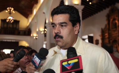 Vice-president Nicolas Maduro speaking to media last night (Prensa Miraflores).