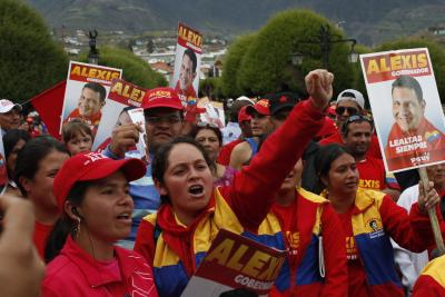 "Supporters rally for PSUV candidate for Merida, Alexis Ramirez. Their placards say ""Alexis – governor, loyalty always"" (YVKE Mundial)."
